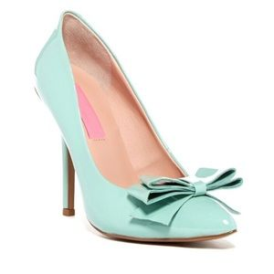 Betsey Johnson turquoise bow patent heels 6